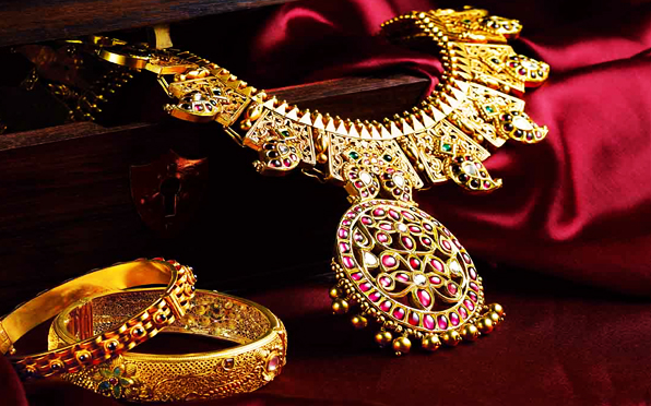 http://www.kalyanjewellers.net/_resources/images/innerpage/product/gold/sankalp/moodimg/1.jpg