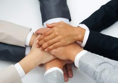 http://www.businessnewsdaily.com/2203-company-teamwork.html