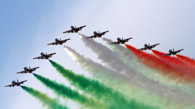 http://webneel.com/wallpaper/sites/default/files/images/08-2013/21-india-independence-day-wallpaper.preview.jpg
