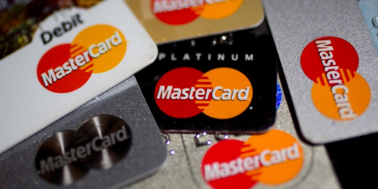 http://cdn.paymentssource.com/media/newspics/mastercard-debit-credit-cards-bl.JPG