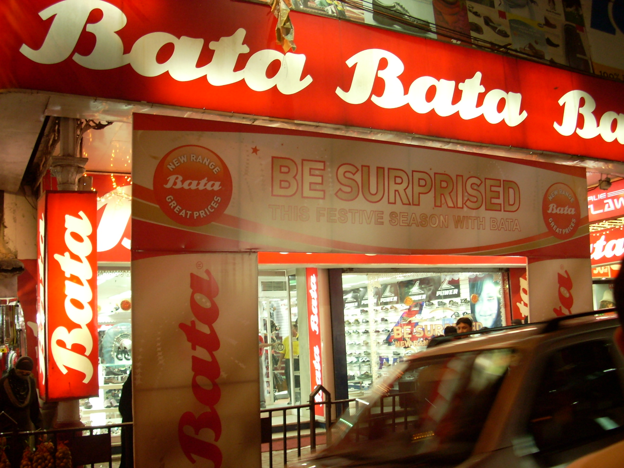 https://upload.wikimedia.org/wikipedia/en/5/5e/Bata_india_kolkata.jpg