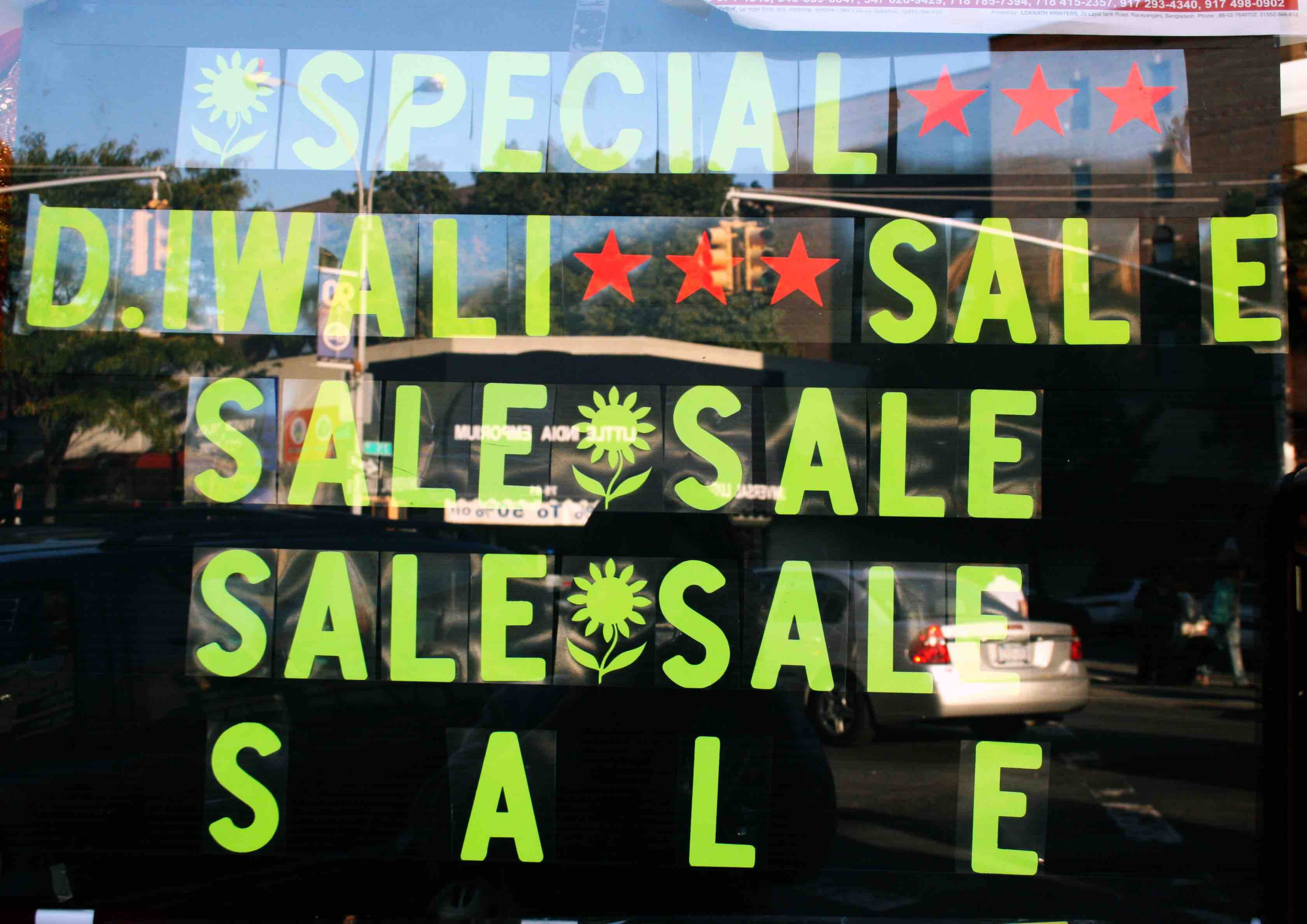 https://upload.wikimedia.org/wikipedia/commons/a/ae/Shopping_Season_Diwali_Sale_Signs.jpg